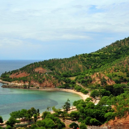 Dili, East Timor / Timor Leste: Areia Branca beach from above - photo by M.Torres